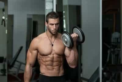 Armövning Biceps - Stående hantelcurls